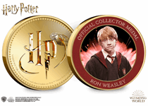 This official Harry Potter medal features on the reverse a full colour image of Ron Weasley. It has been protectively encapsulated in official Harry Potter packaging.