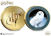 This official Harry Potter medal features a full colour image of Hedwig, Harry's owl, on the reverse. The obverse features the Harry Potter logo. It is protected in official Harry Potter packaging.