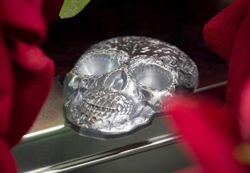 2018 Day Of The Dead Antique Silver Skull Shaped Coin Reverse Lifestyle5