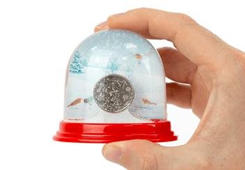 Christmas Red Robin 10P Snowglobe In Hand
