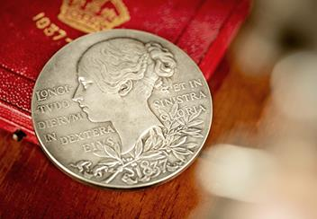Queen-Victoria-Silver-Medallion-Lifestyle3.png